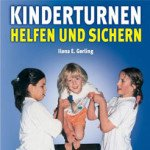 Kinder turnen. Helfen und Sichern